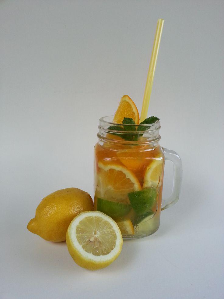 Limonádés bögre citrusokkal