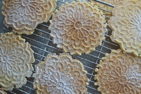 how to make crispy pizzelles
