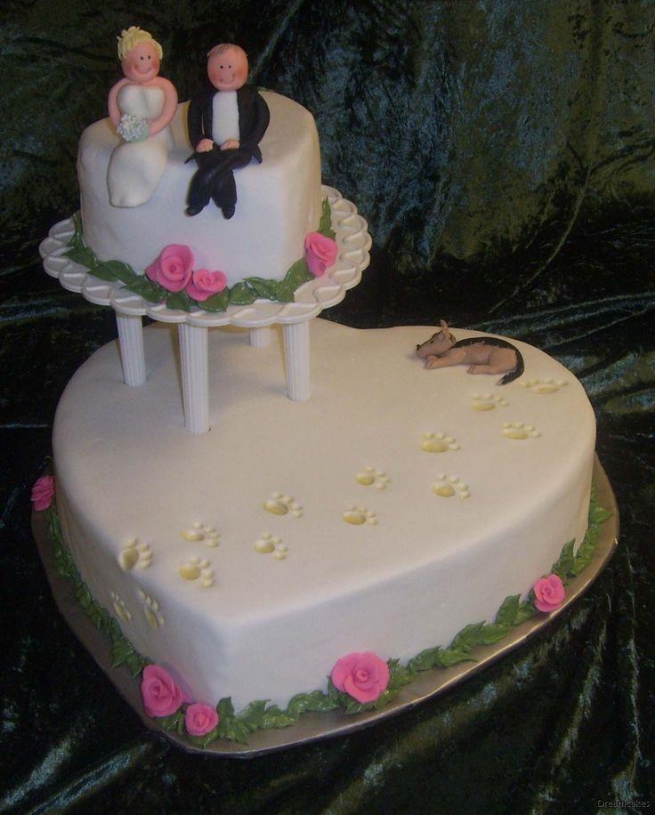 Hundtassar prydde både inbjudan och andra detaljer på bröllopet. Och tårtan. Naturligtvis! #bröllopstårta #våningstårta #personligtårta #hundtassar