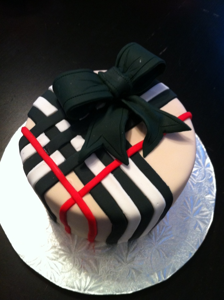Burberry cake: wonder if I could do this with cookie icing
