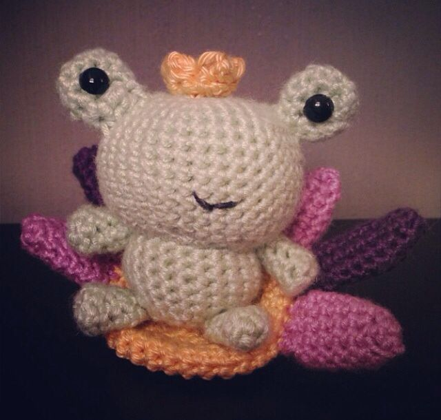 Crochet frog.