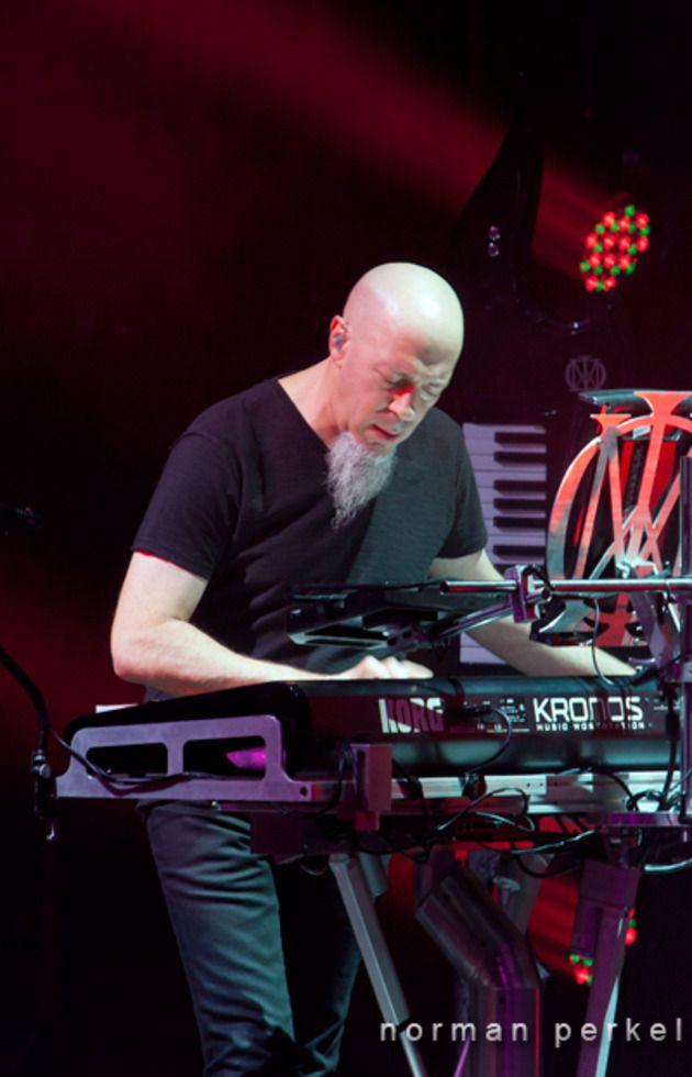 Jordan Rudess- such a talented, beautiful man!