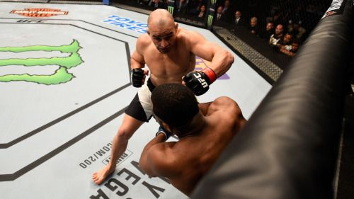 Glover Teixeira stops Rashad Evans in Round 1 at UFC Fight Night... #UFCFightNight: Glover Teixeira stops Rashad Evans in… #UFCFightNight