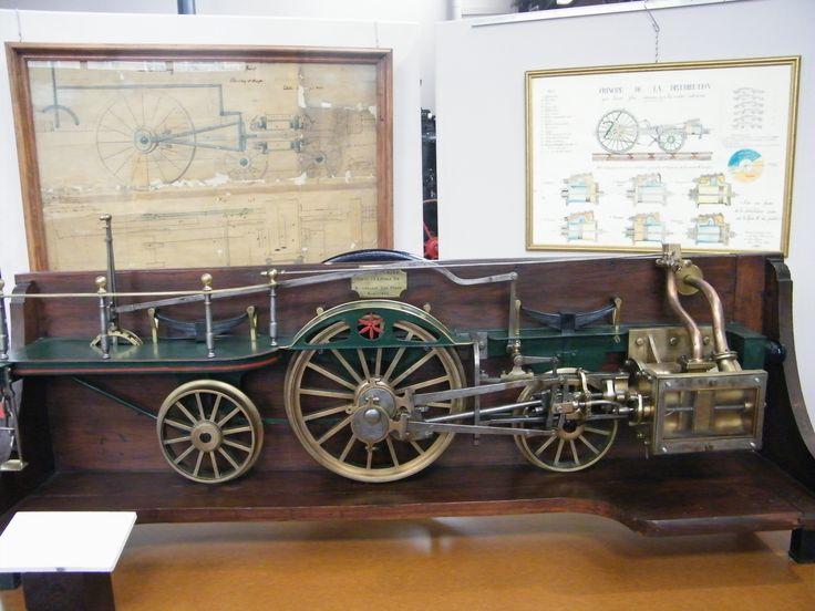 Système de distribution d'une locomotive à vapeur datant de 1837, avec plan d'origine Collection musée Laumônier - Musée Vierzon service culture et patrimoine- Mairie de vierzon
