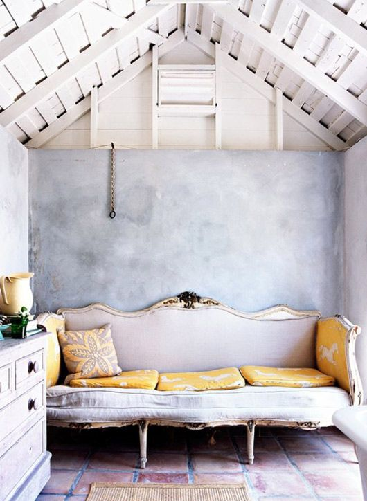 .: Wall Colors, Living Rooms, Couch, Interiors Design, Ceilings, Grey, Small Spaces, Yellow, Sofas