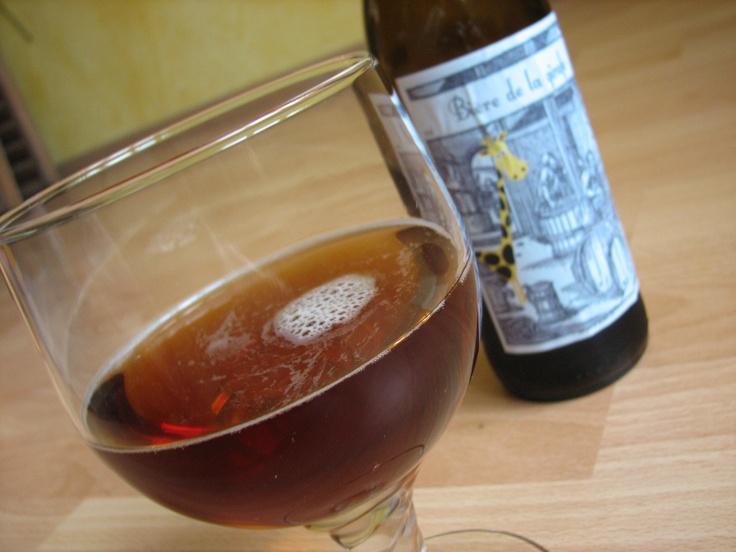 verre de bière ambrée où est la girafe