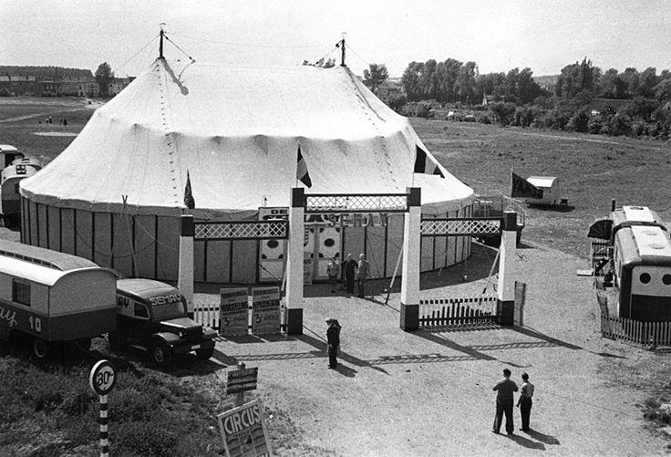 Circusfamilie Semay was een grote familie. Pierre Semay (1865-1961), oprichter van het circus, had zelf acht kinderen die allemaal in het circus werkten. Ook hun partners en de kleinkinderen bekwaamde