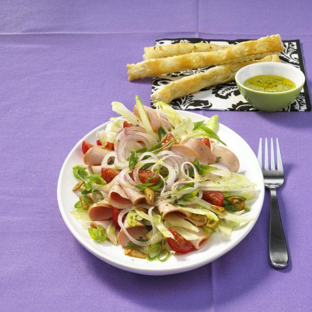 Unser beliebtes Rezept für Italienischer Wurstsalat mit Knoblauch-Grissini und mehr als 55.000 weitere kostenlose Rezepte auf LECKER.de.