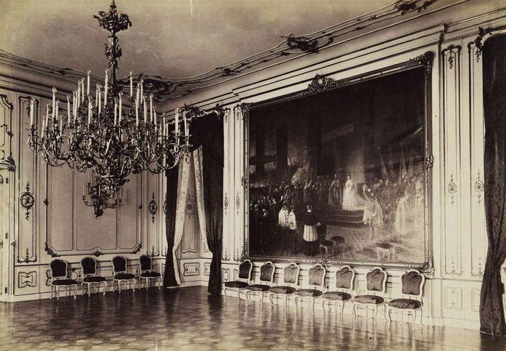 a Királyi Palota fogadóterme. A falon Eduard von Engerth festménye: Ferenc József királlyá koronázása (1872). A felvétel 1895-1899 között készült. A kép forrását kérjük így adja meg: Fortepan / Budapest Főváros Levéltára. Levéltári jelzet: HU.BFL.XV.19.d.1.08.095