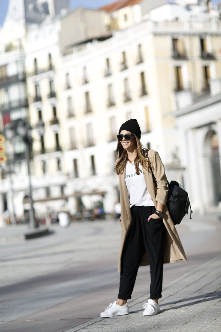 Trendy Taste – Casual Lunch. White t-shirt+baggy pants+white sneakers+camel coat+black shoulder bag+black knit hat. Winter casual lunch outfit 2016
