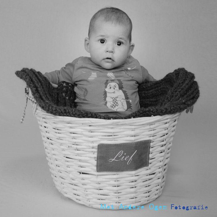 baby lief 5 maanden oud www.facebook.com/metandereogenfotografie