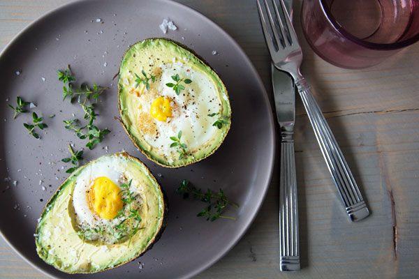 Bagt avocado med æg