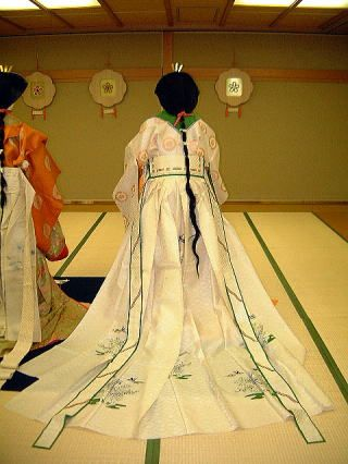"""ZONE2 みとれ処  明治・大正・昭和時代 皇族女子盛装  http://kakitutei.gozaru.jp  """"A Court Lady In Formal Costume, modern, for the Empress and Her Ladies"""""""