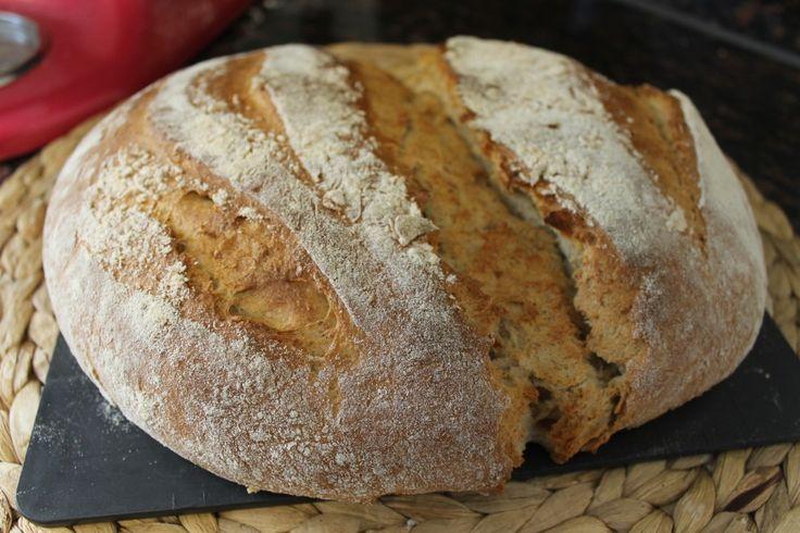 i går bagte jeg et meget meget lækkert og blødt kartoffelbrød. det er nemt at lave, og har en sød smag af honning. umiddelbart lyder det måske lidt skørt, med et franskbrød med kartoffel, men kartoflerne gør brødet blødt og saftig, og sammen med honningsmagen er det helt kanon! jeg gav de....