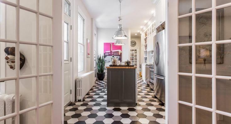 Appartement exceptionnel au coeur du plateau Mont-Royal, ayant subi une rénovation totale de qualité, plomberie, électricité, cuisine, salle de bain, murs, peinture, design..Un pur bijou de 3 chambres, salon double, cuisine de rêve et de bon goût. Un incontournable sur le Plateau!