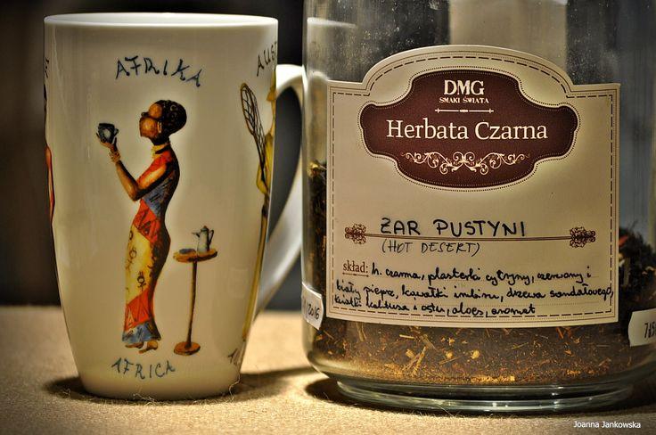 Czarna herbata o smaku orzeźwiającej cytryny z wyczuwalnym aromatem pikantnego chili. Skład: czarna herbata Cejlon,  plasterki cytryny, trawa cytrynowa, aromat naturalny, kawałki imbiru, biały pieprz , kwiatki kaktusa, czerwony pieprz, kawałki drzewa sandałowego, liście aloesu, płatki ostu, może zawierać śladowe ilości orzechów. Czas parzenia:  2-3minuty , 96°C #herbata #kawa #gdansk #gdynia #sopot
