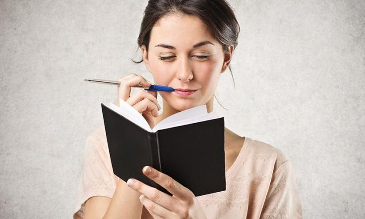 Sie wollen Ihren ersten eigenen Roman schreiben? Dann tun Sie es einfach! Wir geben Ihnen zehn Tipps, die Sie am Anfang beachten sollten, um ein Buch zu schreiben.