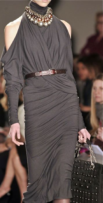 Donna Karan fall 2011: very fitted wrapped dress, very similar to the ancient egyptian sheath dress in the way it hugs and forms to the body. (6)