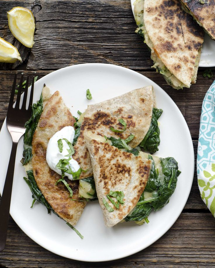 Spinach and White Bean Quesadilla with Basil Yogurt #vegetarian