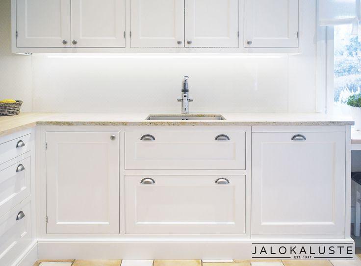 Jalokaluste toteuttaa perinteikkäät, aikaa kestävät vanhanajan keittiömallistot mittatilaustyönä.  Vanhanajan keittiöissä toteutuu perinteinen ulkonäkö ja nykyajan toiminnot. www.jalokaluste.fi #habitare2016 #design #sisustus #messut #helsinki #messukeskus