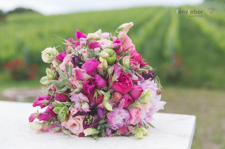 Pink és Menta szerelem a birtokon - VintageChics Kata és Zsolt pink és menta esküvő, rókusfalvy birtok esküvő, pink, mint wedding, winecellar wedding pink and green wedding bouquet