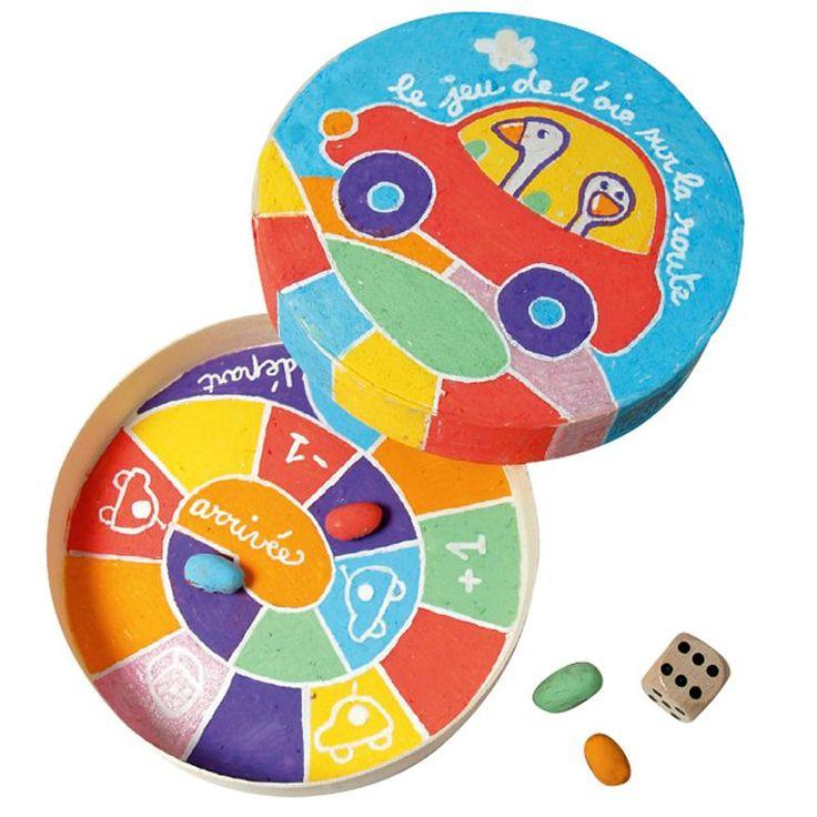 Pour occuper les enfants pendant un trajet ou pendant les vacances, ce jeu de voyage sera parfait.