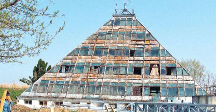 MISTERELE PIRAMIDEI din PITESTI, construita in anii 80 cu aprobarea lui CEAUSESCU! Care este VIBRATIA MONUMENTULUI si ce semnifica!