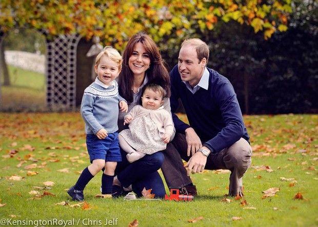 Príncipe George, Kate Middleton a pequena Princesa Charlotte e Príncipe William (Foto: Reprodução/Kensington Royal/Chris Jelf)