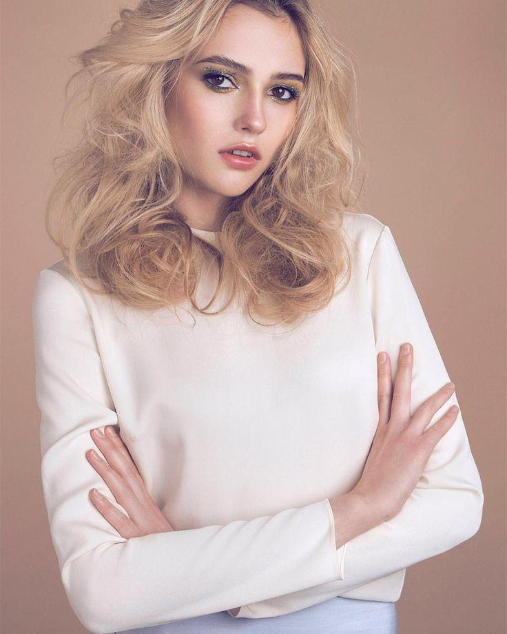 PASTEL DREAM - HIBISCUS issue @fshiftmagazine  Photographer - Yana Lapkina www.yana-lapkina.com MUAH Artist - Damian Cheban @fashiondamian Stylist - Anastasia Solonovich @ssolonovich Hair Stylist - Anton Krasii Model - Alena Romanenko @ Avant MA @avantmodelsagency •••••••••••••••••••••••••••••••••• #photoshoot #model #editorial #studiolights #mua #makeup #publication #magazine #instagood #lips #creative #art #artwork #retouching #lipgloss #paint #wardrobe #hair #models #model #mua #makeup…