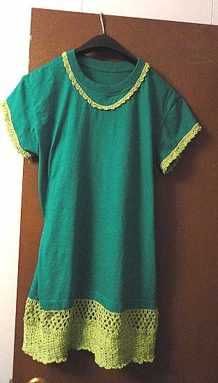 Another upcycled T-Shirt with hand crocheted bottom and ...