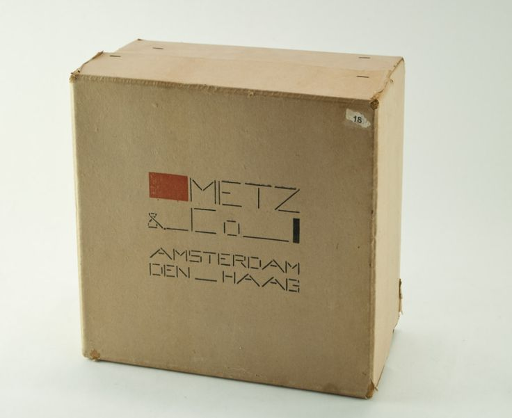 Bart van der Leck (1876-1958), Carton box with print 'Metz & Co, Amsterdam - Den Haag', design by Bart van der Leck for Metz & Co, 1952.