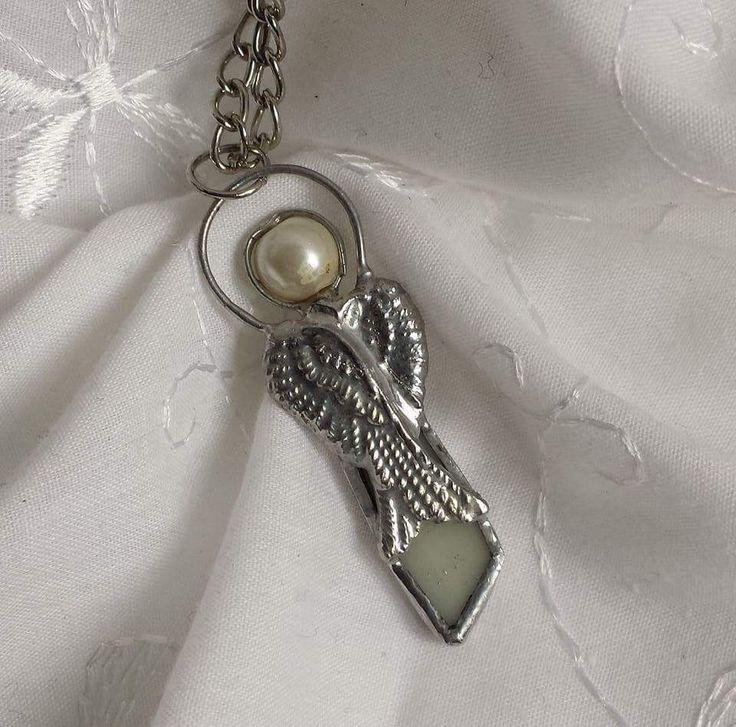 Aniołek osobisty ze szkła i perełki, technika Tiffany