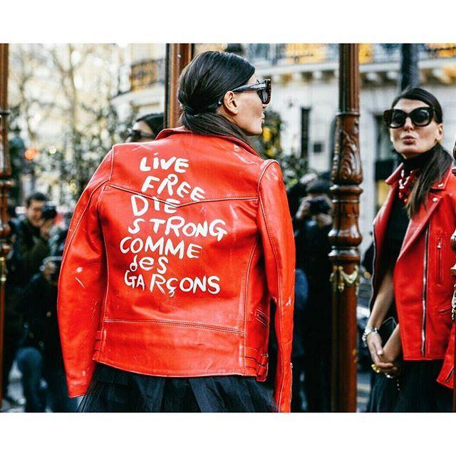 It's so easy to rock a biker jacket. Do you want some inspiration? Check out the post on our blog: http://wp.me/p6psdn-fs // É muito fácil arrasar com a jaqueta que é tendência esse ano. Quer mais inspiração? Visite o post no nosso blog: http://wp.me/p6psdn-fs #SOB #Style #Fashion #ootd #Beautiful