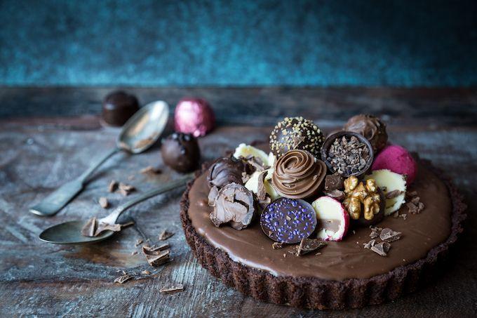 Extra chocolatey chocolate pie. http://www.jotainmaukasta.fi/2017/02/14/friikkisuklaapiirakka/