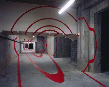Six cercles pour six colonnes rouge, Palais des Congrès, Lille, France, Coll. 1% Palais des Congrès, Felice Varini (1994)
