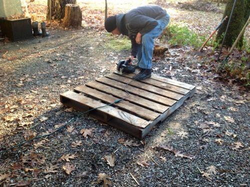DIY Pallet Rabbit Hutch from pallets :: full tutorial