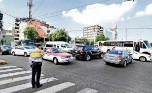 El nuevo reglamento de tránsito que entra en vigor mañana para la ciudad de México incorpora nuevas prohibiciones, y sanciones para quienes las incumplan, como circular a exceso de velocidad en zonas escolares, vialidades secundarias, vías primarias y carriles centrales en vías de acceso controlado, donde el límite es de 20, 40, 50 y 80 […]
