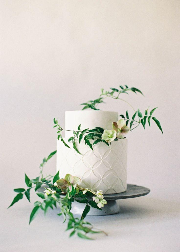 Organic and Simple Wedding Cake Inspiration | Jen Huang Photography | Wedding Sparrow