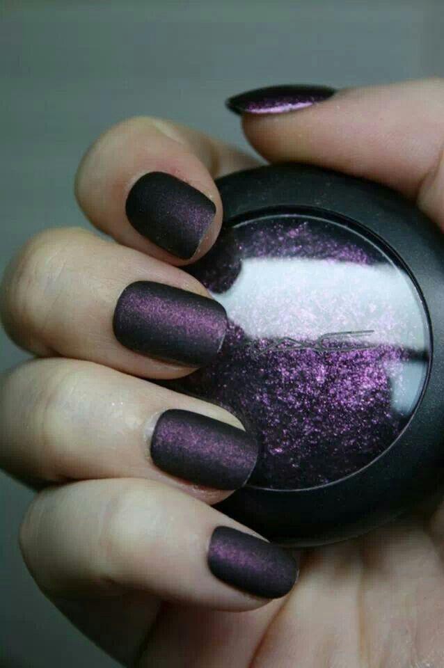 Dark and kinda eerie but beautiful nails