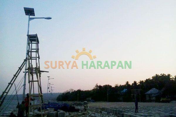 Proyek PJU di Pelabuhan Kendari http://www.suryaharapan.com/pju-tenaga-surya-30-watt/