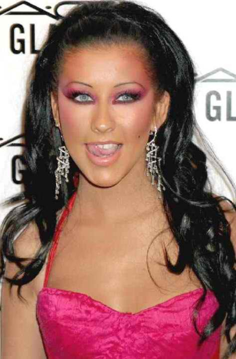 Christina Aguilera has always changed her hairstyle. Here's one when she's wearing black hair extensions.
