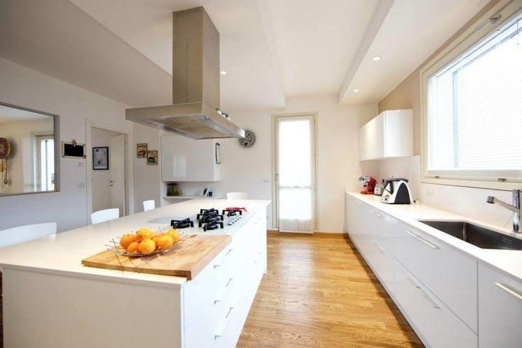cucina bianca moderna idee tendenza : Prospettiva cucina bianca : Cucina moderna di Modularis Progettazione ...