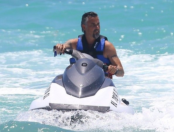 Richard Rawlings - Richard Rawlings Enjoys a Beach Day