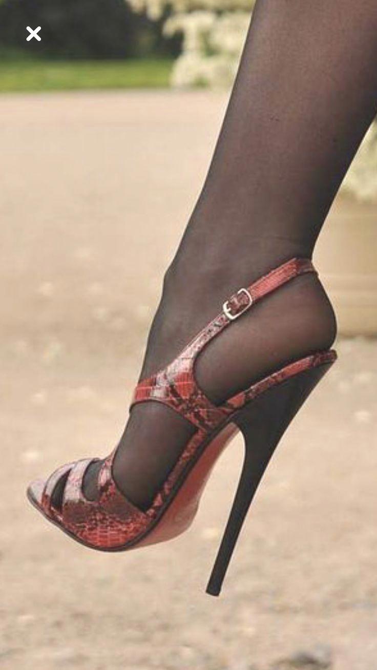 Pin do(a) M Ben em heels de 2020 | Sapatos, Pernas e Saltos