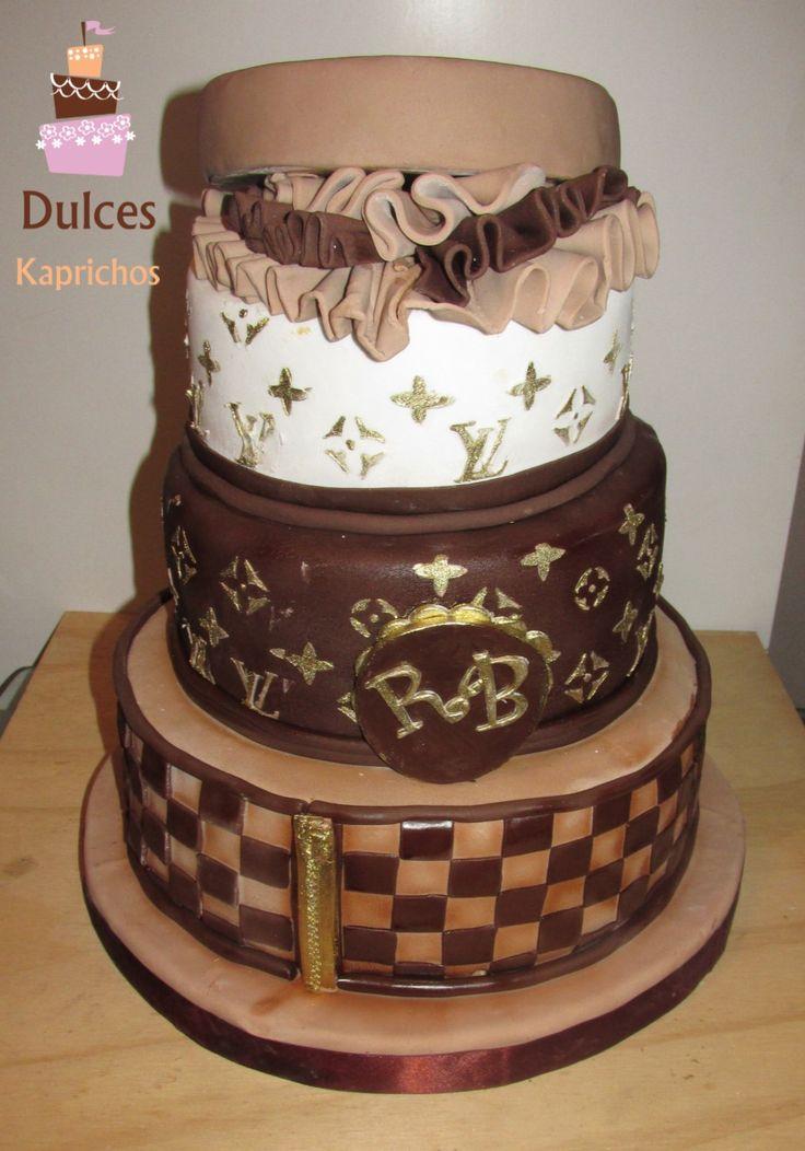 Torta Artística Louis Vuitton #TortaLouisVuitton #TortasArtisticas en #DulcesKaprichos  facebook.com/dulces.kaprichos.cl