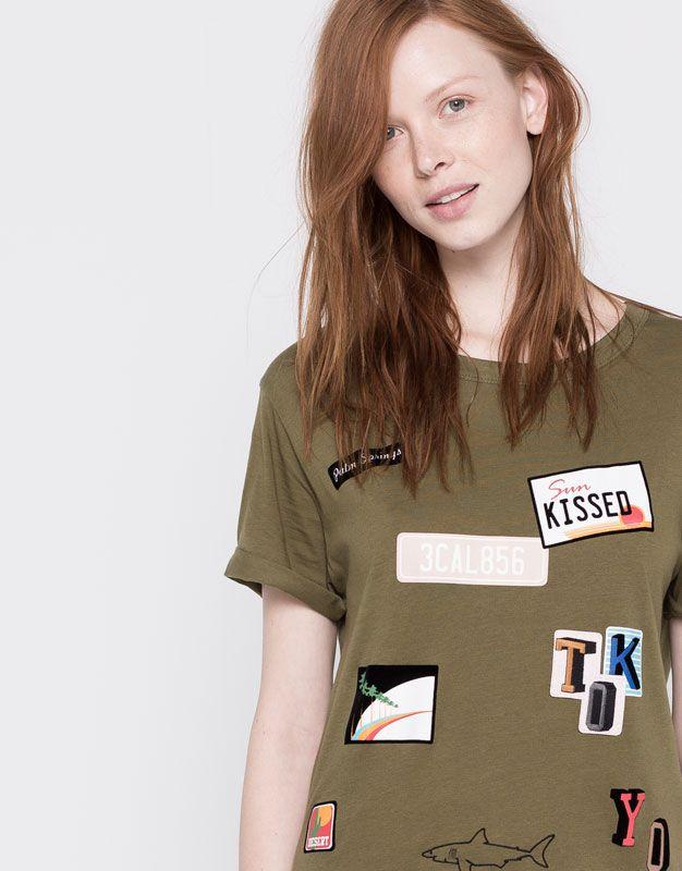 Pull&Bear - damen - t-shirts - t-shirt mit patches - khaki - 05244365-V2016