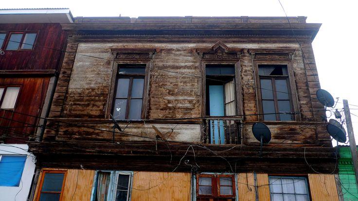 https://flic.kr/p/wcqW4W   La madera   La atractiva madera gastada y deteriorada que guarda la hermosa arquitectura de la época salitrera. Iquique