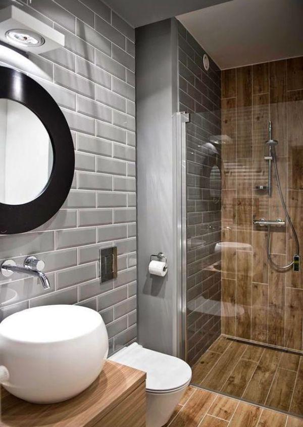 Banyo dediğimiz zaman aklımıza lavabo, küvet ve tuvaletten oluşan bir oda gelse de aslında evin bu kısmında çok daha fazla eşya kullanılmakta. Havlular, kozmetik malzemeleri, sağlık malzemeleri ve tuvalet kağıtları derken bir anda çok kalabalık bir banyo sahibi olabiliriz. Evin bu kısmında biraz sadelik yapmayı düşünenlerdenseniz bazı kaliteli tasarımlara bakmakta elbette her zaman yarar olacaktır. Banyonun sıkıcı ve bunaltıcı bir yer olması bir evin genel havasını da bir anda bozabilir…
