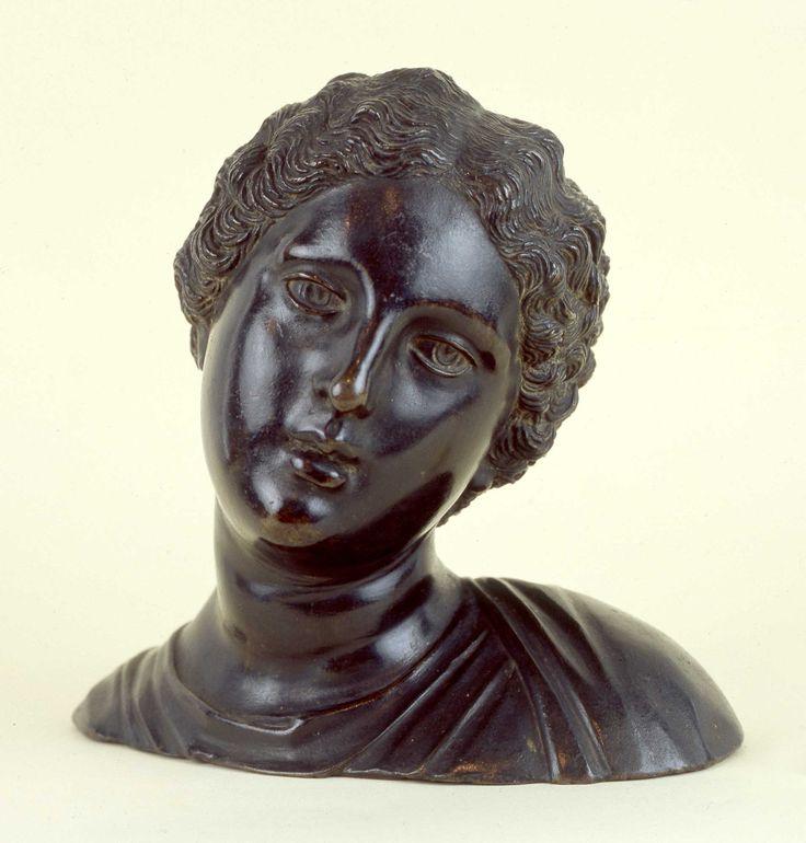 Antonio Lombardo Venezia, 1475 ca. - Ferrara, 1516  Teste femminili Fusione in bronzo , cm 19 x 19,5 x 14; cm 18 x 19 x 14 testa_femminile_sinistra.jpg (1910×2000)