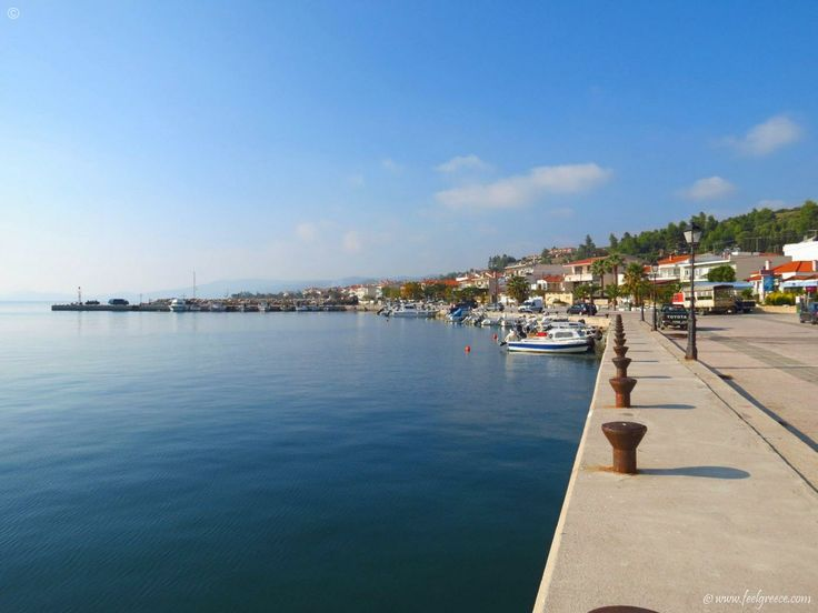 The village port of Nea Skioni - quiet holiday and sandy beach - Kassandra